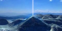 Fascio di energia fuoriesce dalla Piramide del Sole