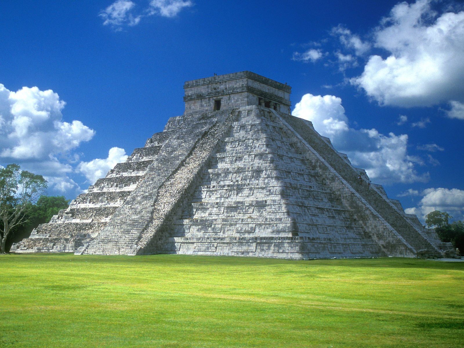 Pyramid Of_Kukulkan__Chichen_Itza__Yucatan_Peninsula__Mexico